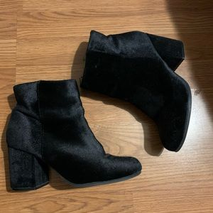 Qupid black velvet booties size 7.5